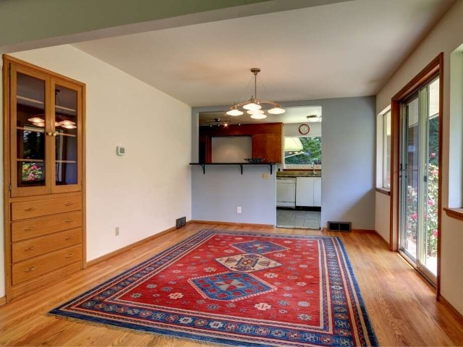 Dining room of 141 N. 144th St. It's listed for $425,000. Photo: Courtesy Jeffrey Jordan, Coldwell Banker Bain