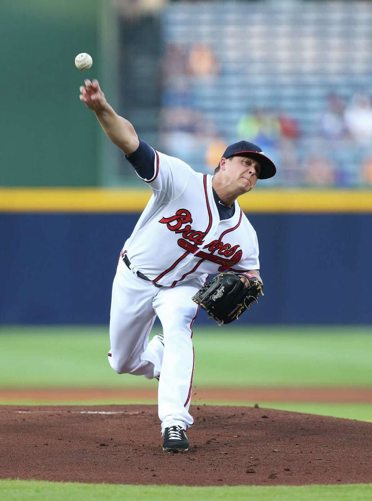 ATLANTA, GA - SEPTEMBER 03: Pitcher Kris Medlen #54 of the Atlanta Braves throws a pitch during the game against the New York Mets at Turner Field on September 3, 2013 in Atlanta, Georgia. (Photo by Mike Zarrilli/Getty Images) ORG XMIT: 163495343