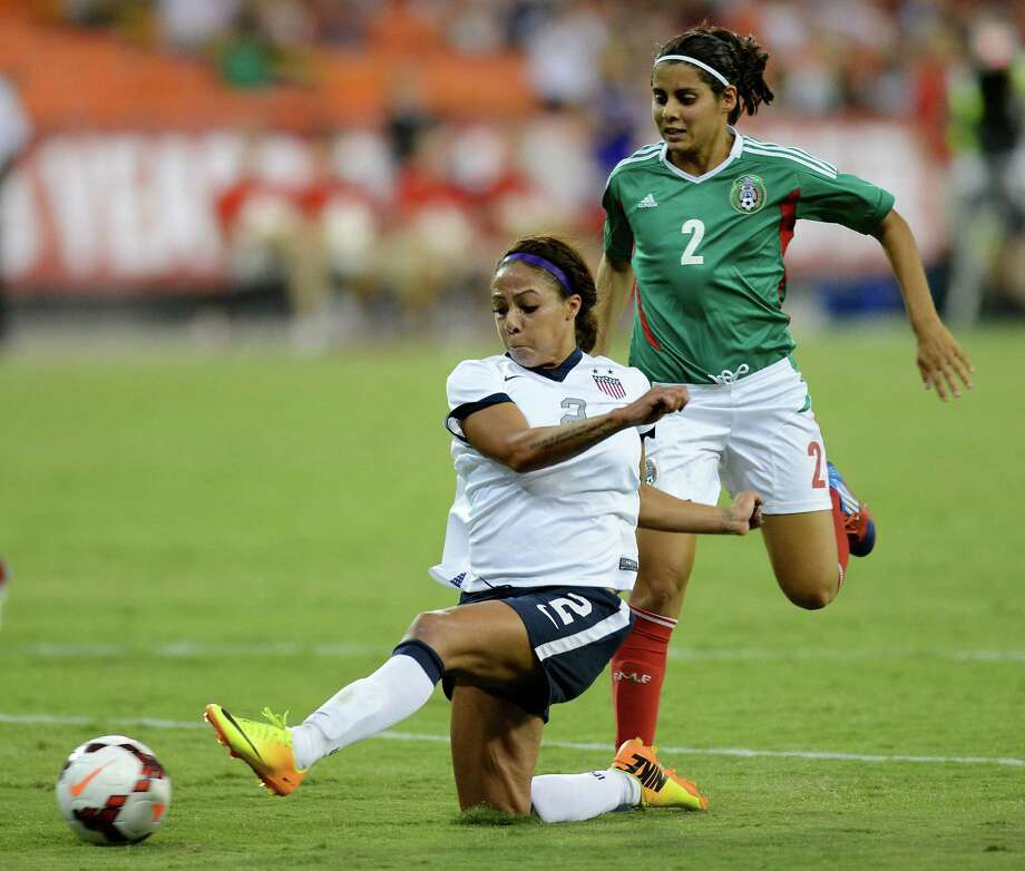U.S. forward Sydney Leroux nets her third goal against Mexico in the first half of a friendly at RFK Stadium in Washington. Photo: Chuck Myers / McClatchy-Tribune News Service