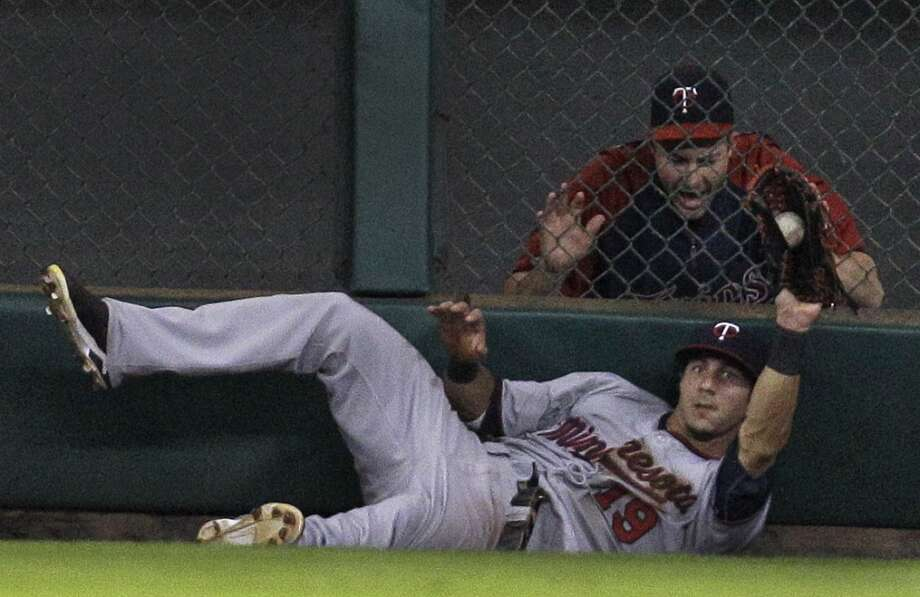 Darin Mastroianni of the Twins makes a catch for an out against the Astros. Photo: Melissa Phillip, Houston Chronicle