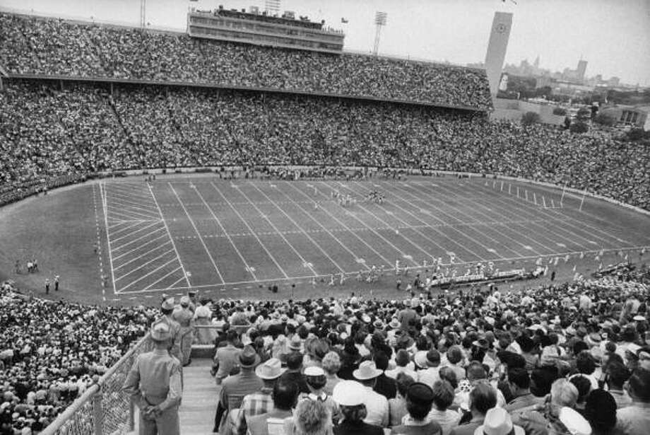 Circa 1950s - Texas vs Oklahoma game in the Cotton Bowl.  (Photo by Joseph Scherschel//Time Life Pictures/Getty Images) Photo: Joseph Scherschel, Time & Life Pictures/Getty Image / Time Life Pictures