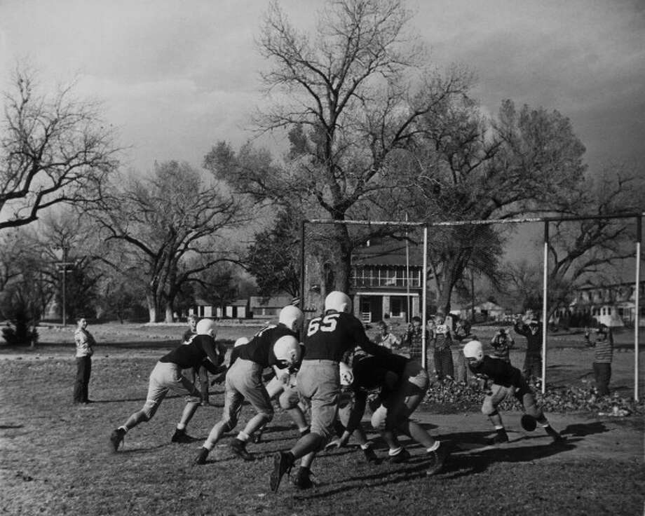 Circa 1950s -  American Football Match Training At Tascosa In Texas During Fifties  (Photo by Keystone-France/Gamma-Keystone via Getty Images) Photo: Keystone-France, Gamma-Keystone Via Getty Images / 1950 Keystone-France