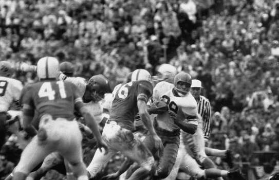 Syracuse Univ. playing against Texas Univ. during the 1960 Cotton Bowl game.  (Photo by Robert W. Kelley//Time Life Pictures/Getty Images) Photo: Robert W. Kelley, Time & Life Pictures/Getty Image / Time Life Pictures