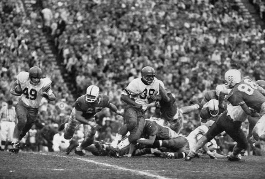Syracuse Univ. playing against Texas Univ. in the 1960 Cotton Bowl game.  (Photo by Donald Uhrbrock//Time Life Pictures/Getty Images) Photo: Donald Uhrbrock, Time & Life Pictures/Getty Image / Donald Uhrbrock