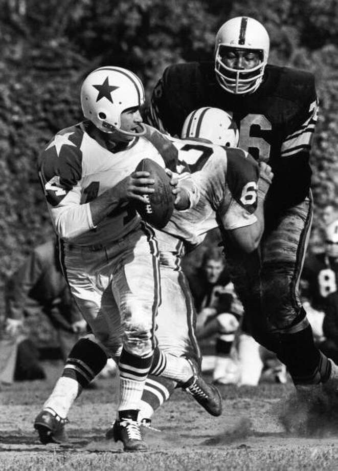 "American football player Gene ""Big Daddy"" Lipscomb, defensive tackle for the Pittsburgh Steelers, goes after a sack on Dallas Cowboys quarterback Eddie LeBaron as a Dallas blocker tries to keep him away, early 1960s. (Photo by Robert Riger/Getty Images) Photo: Robert Riger, Getty Images / 2006 Getty Images"