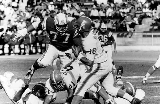 San Diego Chargers defensive tackle Ernie Ladd (77) gets to Houston Oilers quarterback George Blanda (16), inducted into the Pro Football Hall of Fame class of 1981, a split-second late during a 27-0 Chargers victory on December 1, 1963, at Balboa Stadium in San Diego, California. (Photo by Charles Aqua Viva/Getty Images) Photo: Charles Aqua Viva, NFL / Hulton Archive