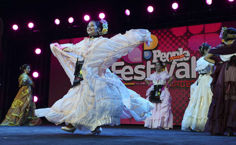 Dancers from the Guadalupe Dance Academy perform for the opening ceremonies of Festival People en Español at the Henry B. Gonzalez Convention Center on Aug. 31. Photo: Kin Man Hui / San Antonio Express-News