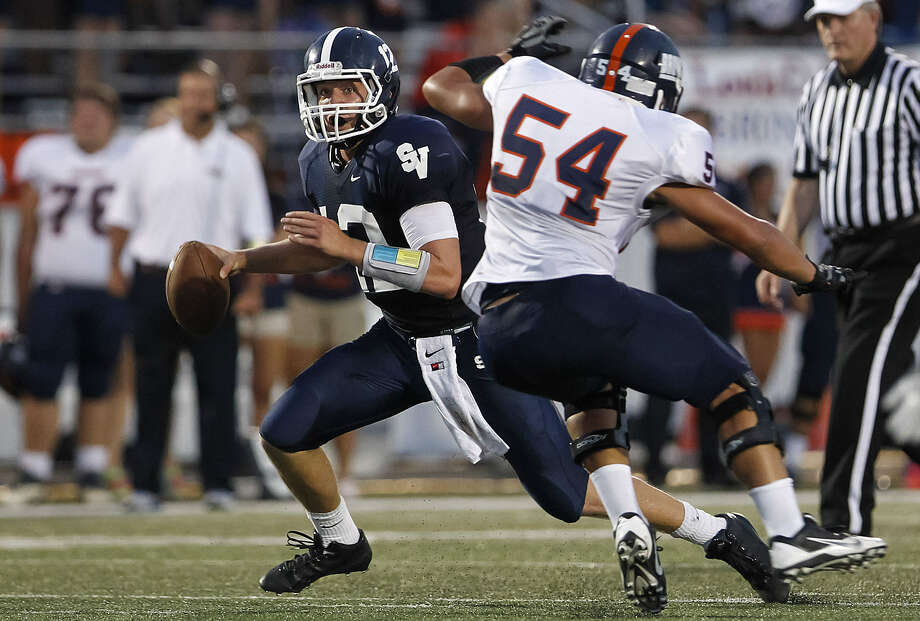 Smithson Valley quarterback Garrett Smith tries to elude Brandeis' Caleb Worfe during the first half of their game at Ranger Stadium Friday. Smith rushed for 115 yards on 18 carries. Photo: Marvin Pfeiffer / Bulverde News