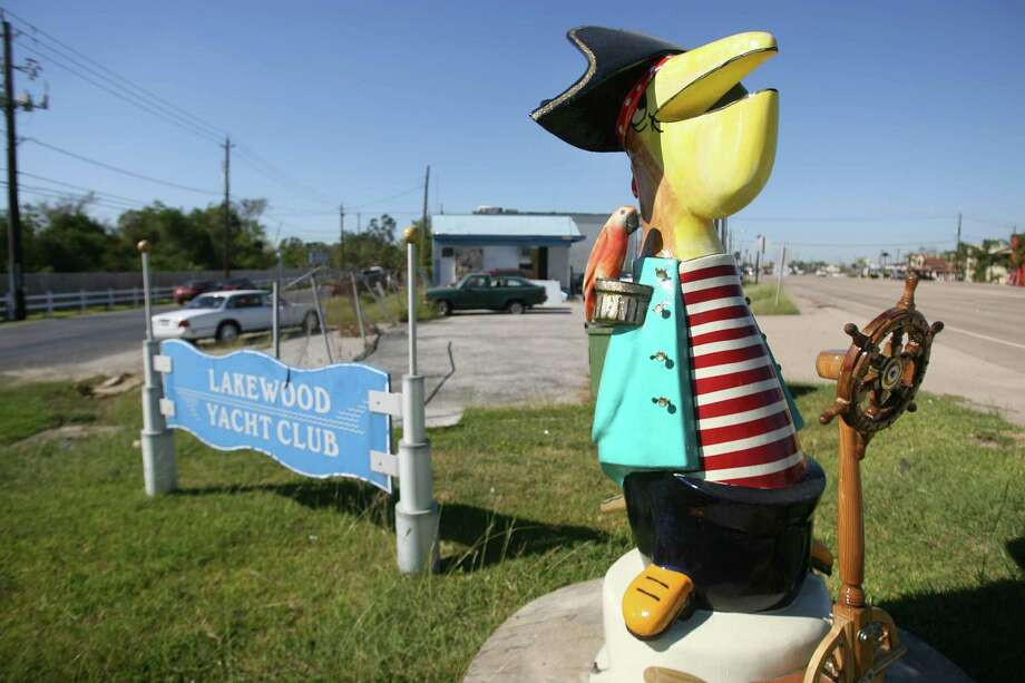 """The Commodore"" by Pual Urbanek can be seen along the Pelican Path in Seabrook. Photo: Mayra Beltran, Staff / TXHOU"