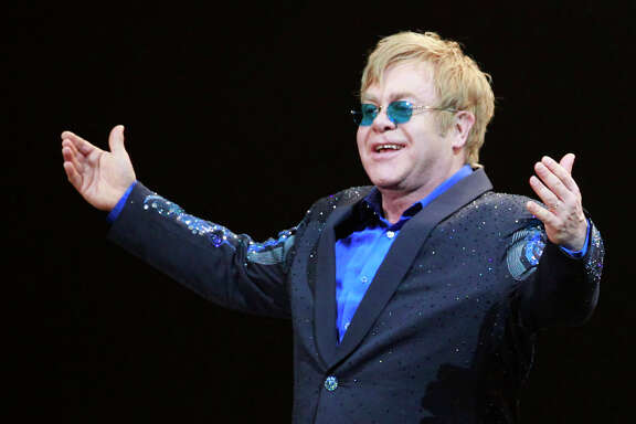 Elton John kept on playing after the air conditioning stopped working at a steamy sold-out Miami show.