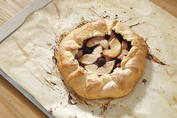 Gravenstein apples make an easy crostata