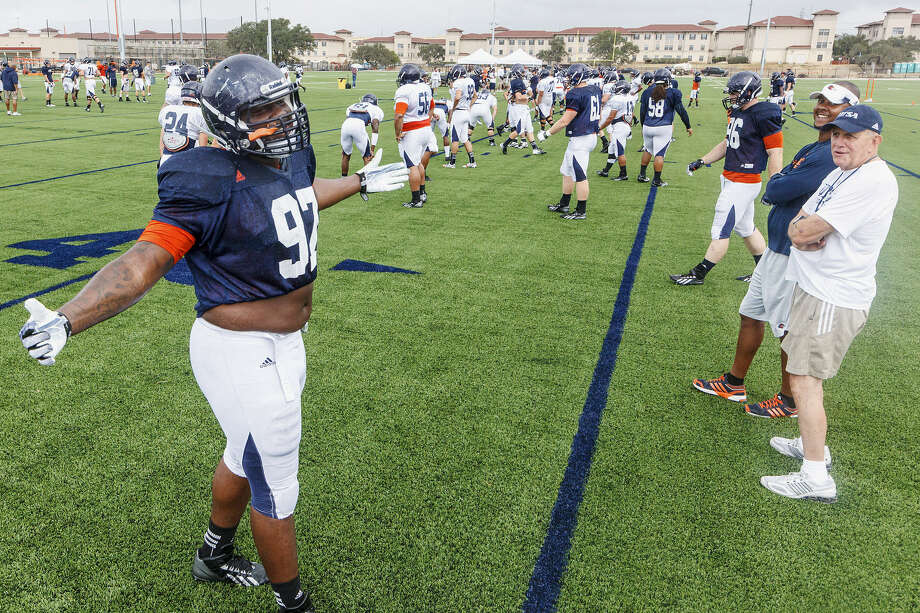 Junior defensive tackle Ashaad Mabry is looking forward to UTSA's home opener against Oklahoma State, the school he originally signed with coming out of MacArthur High School. Photo: Marvin Pfeiffer / San Antonio Express-News