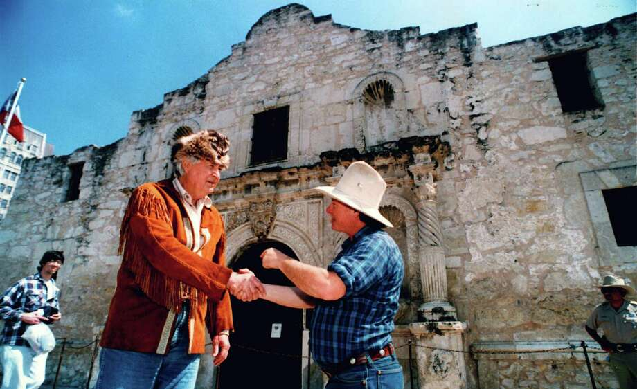 Fess Parker, who played Davy Crockett, shakes hands with Craig Russell of Houston in front of the Alamo on March 6, 1994. Photo: JOHN DAVENPORT, San Antonio Express-News File Photo / SAN ANTONIO EXPRESS-NEWS