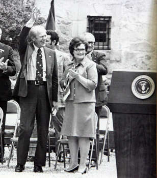 Former President Gerald Ford and former San Antonio mayor Lila Cockrell wave and applaud on the grounds of the Alamo during his visit here in 1976. Photo: Courtesy Photo / Lila Cockrell