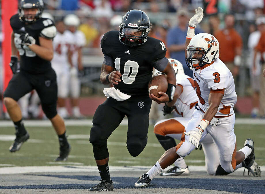 Steele quarterback L.G. Williams (center) ran for 198 yards on eight carries in last week's loss to Madison. He and running back Justin Stockton combined for 398 rushing yards. Photo: Tom Reel / San Antonio Express-News