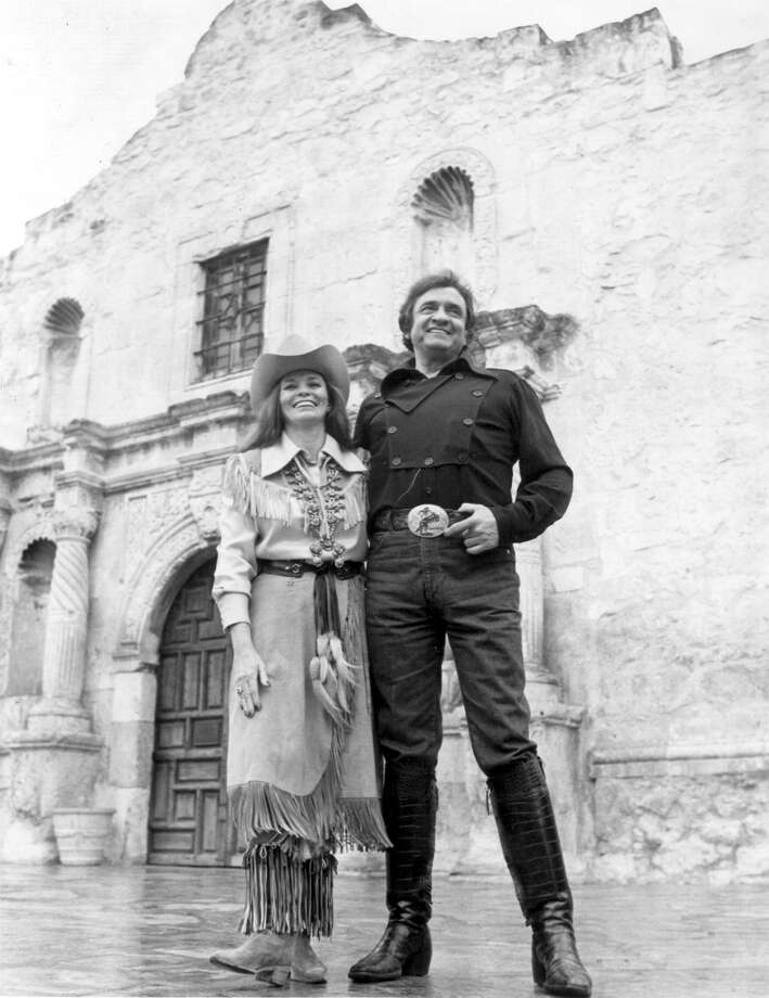 June Carter Cash and Johnny Cash pause before the Alamo on April 9, 1982. Photo: CBS Photo / San Antonio Express-News Files / SAN ANTONIO EXPRESS-NEWS FILES