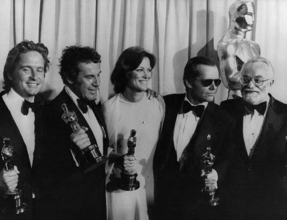 April 1976:  Left to right - Michael Douglas, Milos Forman, Louise Fletcher, Jack Nicholson and Saul Zaentz holding their Oscar awards for the film 'One Flew Over The Cuckoo's Nest' at the 48th Annual Awards event in Hollywood.  (Photo by Alan Band/Keystone/Getty Images) Photo: Photoshot, Getty Images / Hulton Archive