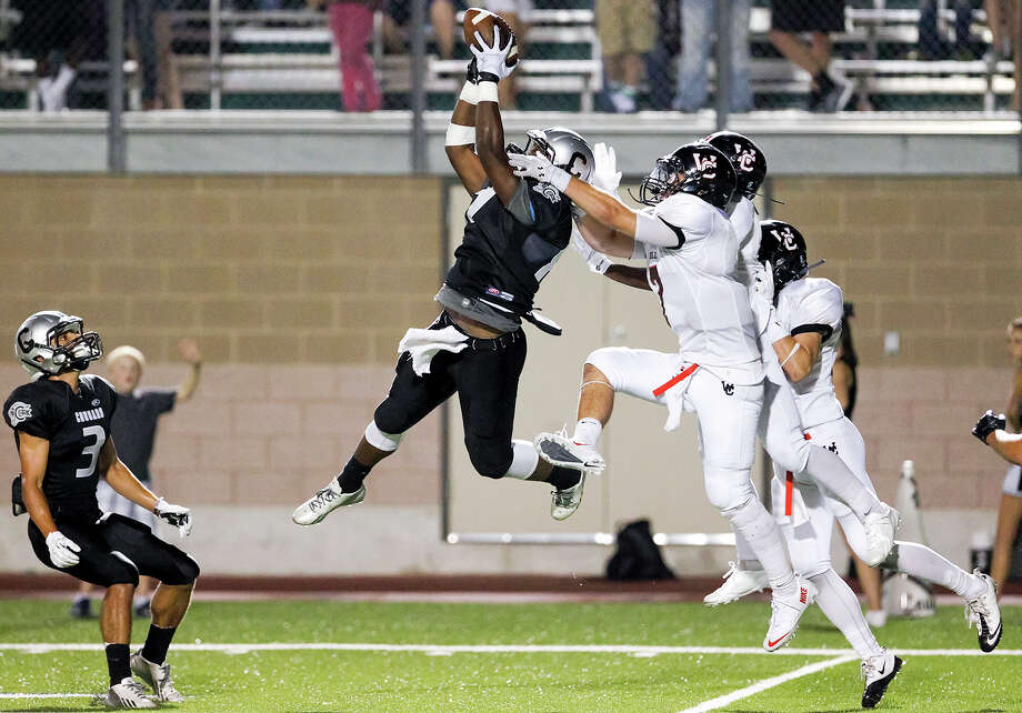 Clark's R'Mani Bettis (center) leaps to catch a pass on the final play of the 30th annual Gucci Bowl between Churchill and Clark at Farris Stadium on Thursday, Aug. 29, 2013.  Churchill beat the Cougars 35-20.  MARVIN PFEIFFER/ mpfeiffer@express-news.net Photo: MARVIN PFEIFFER, San Antonio Express-News / Express-News 2013