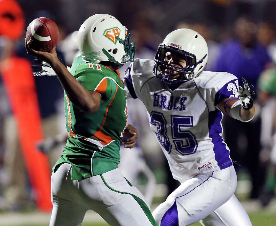 Sam Houston's Jvoni Badie-Jones is pressured by Brackenridge's Francisco Soto  during second half action Friday Aug. 30, 2013 at the Wheatley Heights Sports Complex. Brackenridge won 63-0. Photo: Edward A. Ornelas, San Antonio Express-News / © 2012 San Antonio Express-News