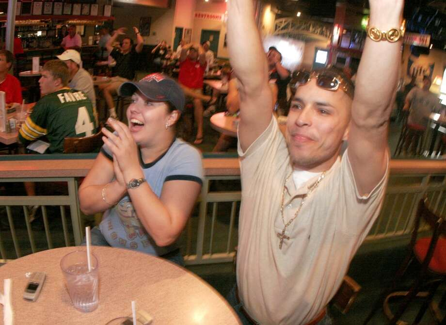 Fans enjoy the game at the Coaches Sports Bar and Grill on the Northwest Freeway. Photo: Bill Olive, For The Chronicle