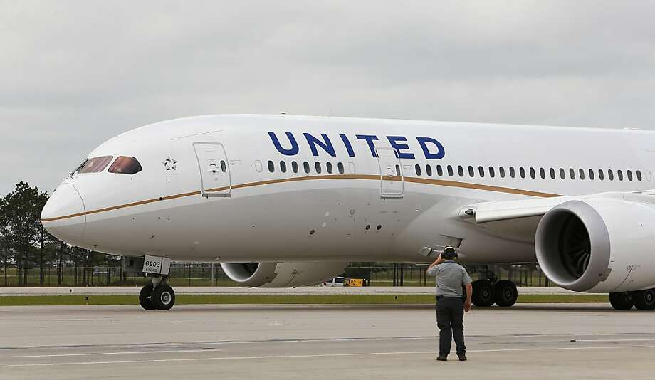 United Airlines is calling back about 600 pilots furloughed when fuel prices soared and the economy tanked. They are the last of 1,437 furloughed in 2008 and 2009. Photo: Aaron M. Sprecher, Bloomberg