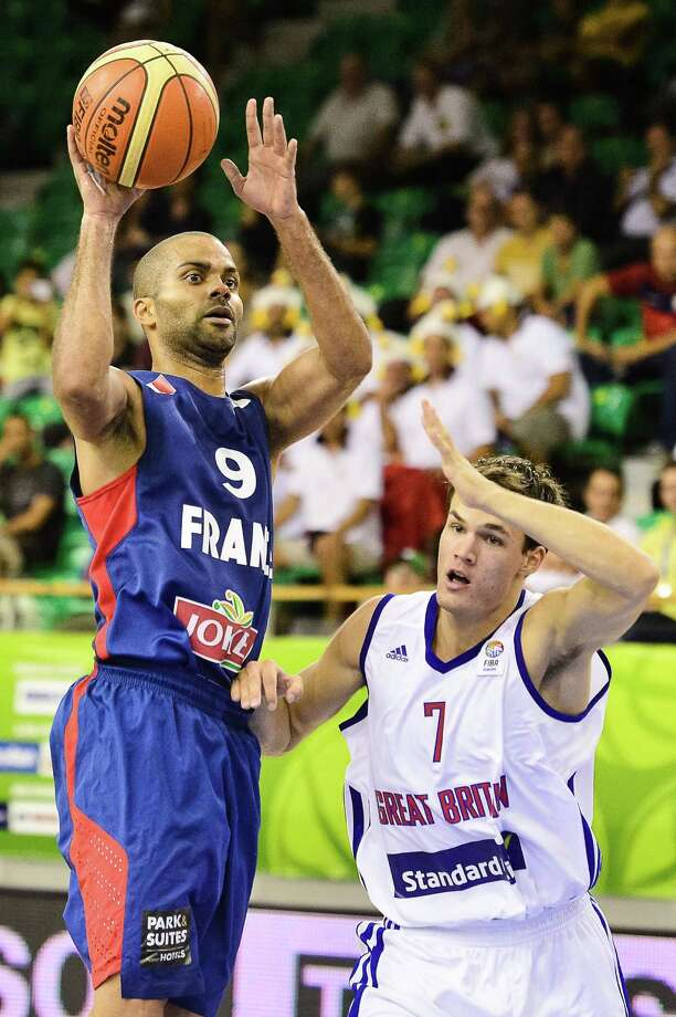 Tony Parker drives past Britain's Devon Van Oostrum while helping lead France to an 88-65 victory Thursday. The Spurs' point guard finished with 16 points. Photo: Jure Makovec / Associated Press