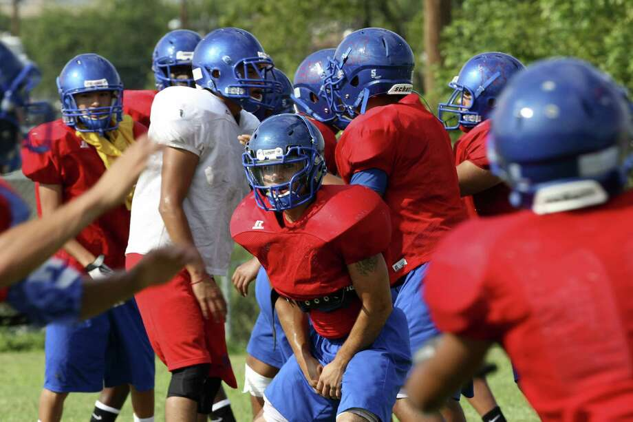 The Memorial Minutemen work Thursday in preparation for Fredericksburg. They won last week for the first time since 2010. Photo: Helen L. Montoya / San Antonio Express-News