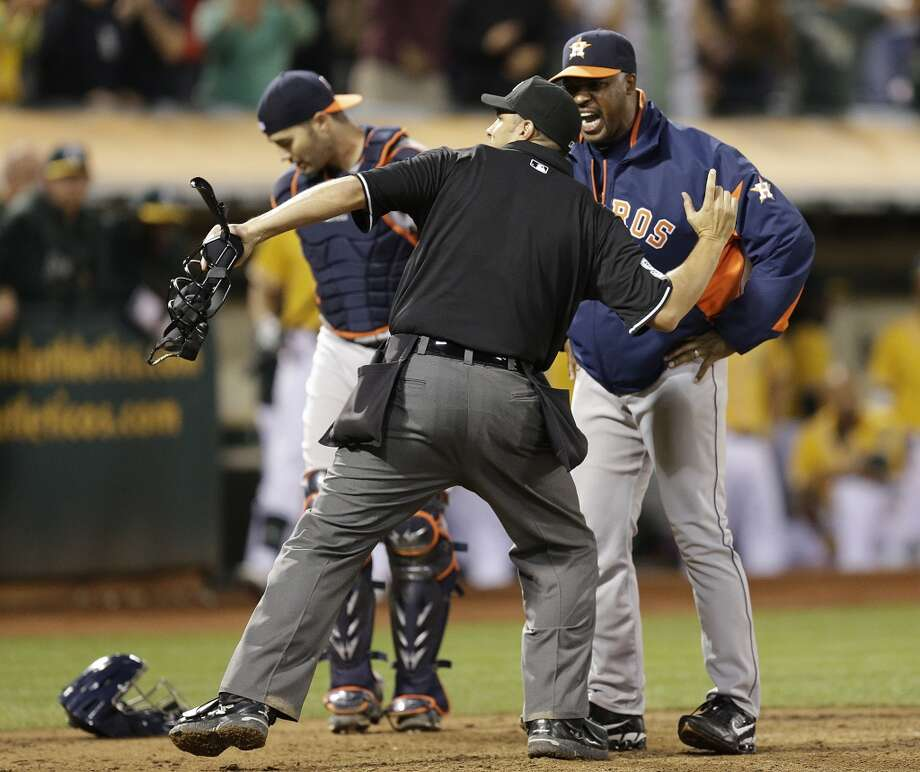 Home plate umpire Mark Ripperger, left, ejects Astros manager Bo Porter in the eighth inning. Photo: Ben Margot, Associated Press