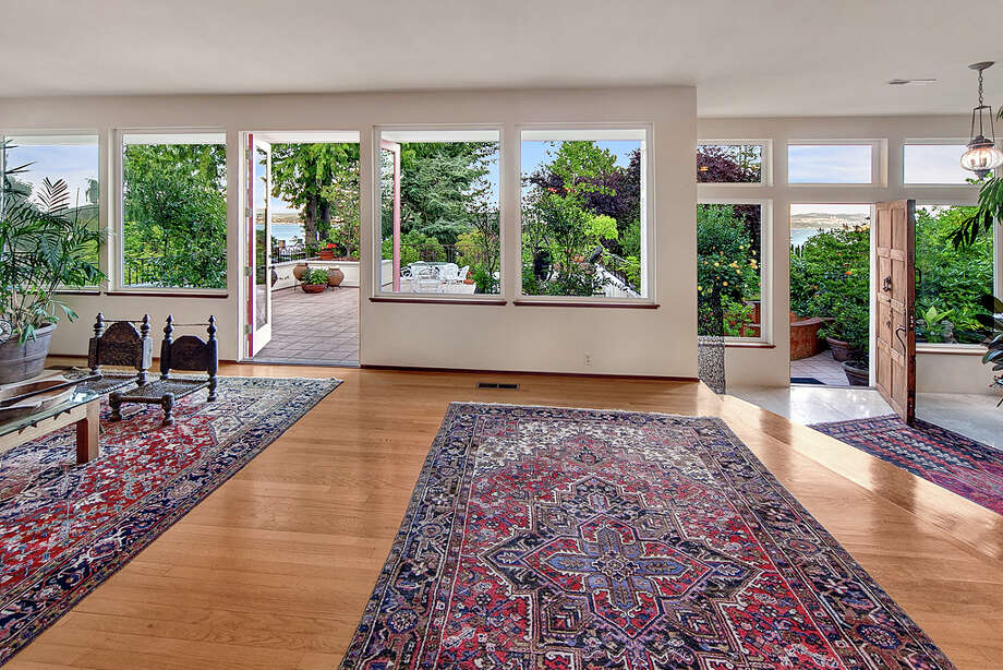 Living room of 445 McGilvra Boulevard E. It's listed for $2.488 million. Photo: Courtesy Chris Sudore, Coldwell Banker Bain