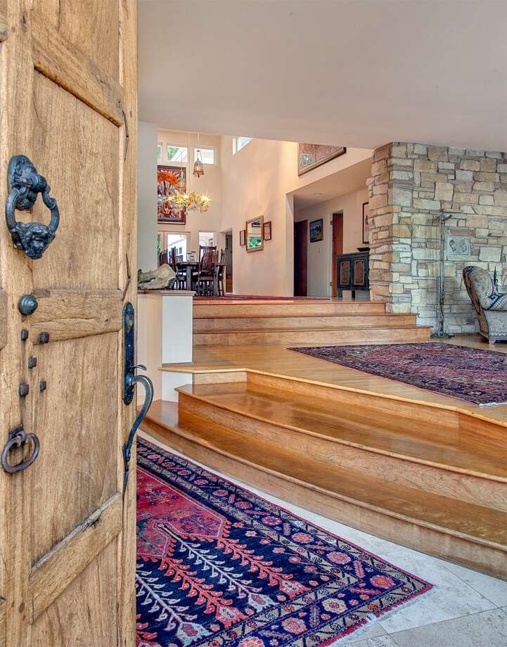 Entry of 445 McGilvra Boulevard E. It's listed for $2.488 million. Photo: Courtesy Chris Sudore, Coldwell Banker Bain