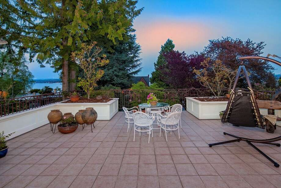 Patio of 445 McGilvra Boulevard E. It's listed for $2.488 million. Photo: Courtesy Chris Sudore, Coldwell Banker Bain