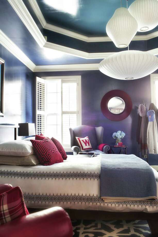 Vintage George Nelson bubble pendants create a warm pool of light in a bedroom. Photo: Sarah Dorio Photos / Scripps Networks Interactive