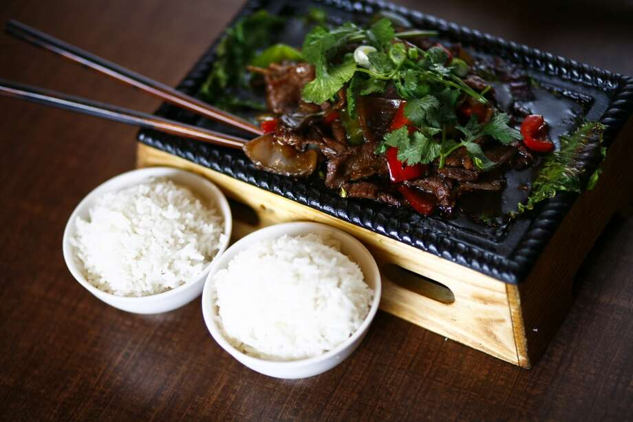 The Sizzling Beef With Black Pepper platter. Photo: Michael Paulsen, Houston Chronicle