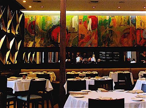 A look at Ciao Bello's dining room. Photo: Alison Cook, Houston Chronicle / Houston Chronicle