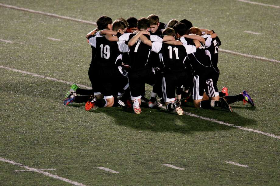 Fairfield Warde's soccer team huddles before taking on arch-rival Ludlowe last fall. With 16 players back from last season's state tournament team, the Mustangs are poised to take on the FCIAC powers. Photo: Mike Ross / Connecticut Post Freelance