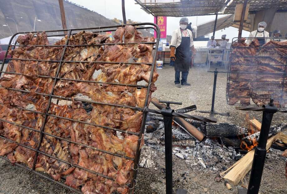 Peru: Chefs barbecue pork loins over firewood at the gastronomic fair of Mistura, the largest in Latin America, which opened doors in Lima. The fair showcases about 130 restaurants and expects to attract over half a million visitors in the ten days it will run, aiming to promote food as a tool for sustainable development, social inclusion and cultural identity. The Peruvian food industry could generate income for the country by about 7,000 million dollars in 2013, according to the Chamber of Commerce of Lima. Photo: Cris Bouroncle, AFP/Getty Images