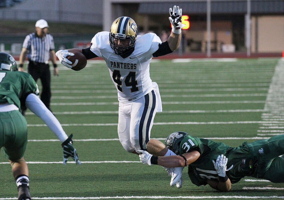 O'Connor's Billy Craft (44) gets tripped up by Reagan's Daerek Wilson (31) during their game at Comalander Stadium on Friday, Sept. 6, 2013. Photo: Kin Man Hui, San Antonio Express-News / ©2013 San Antonio Express-News