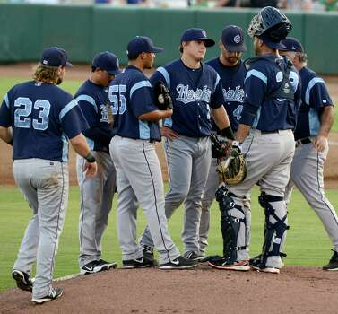 Errant Throw Propels Missions To 2 1 Series Lead San
