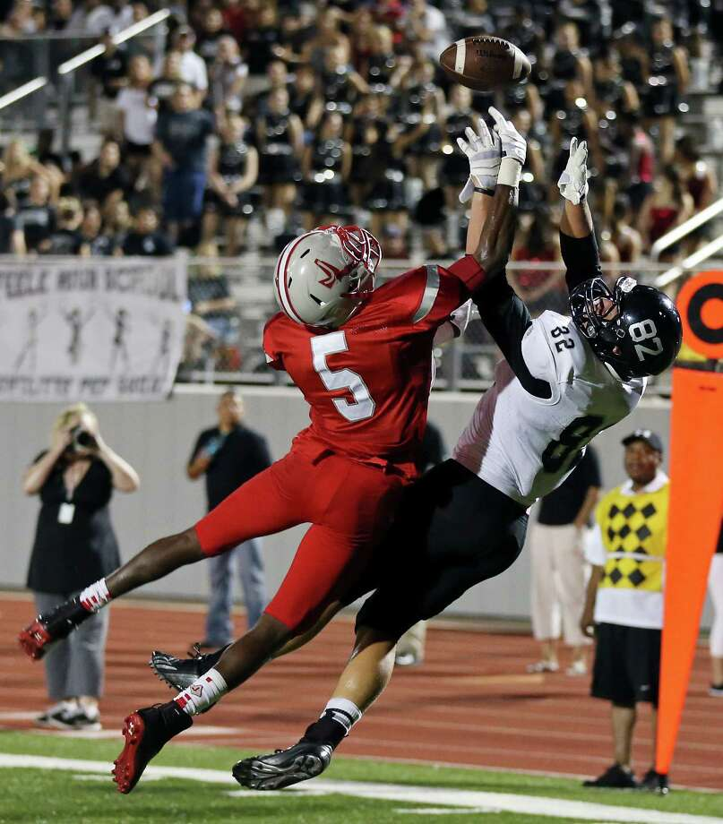 Judson's Keivon Ramsey breaks up a pass intended for Steele's Matthew Moen during second half action Friday Sept. 6, 2013 at D.W. Rutledge Stadium. Steele won 51-34. Photo: Edward A. Ornelas, San Antonio Express-News / © 2012 San Antonio Express-News