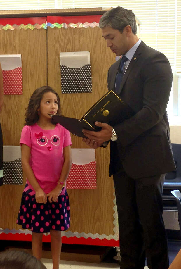 Anzleigh Bryant, 8, receives a citizenship award from Councilman Ron Nirenberg at Colonial Hills Elementary School. The girl recently appeared before the City Council to protest an increase in parks and recreation fees. Photo: Sarah L. Tressler / San Antonio Express-News
