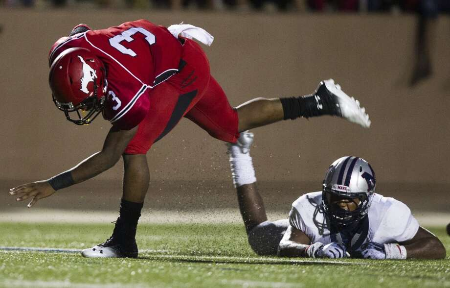 North Shore quarterback Maciah Long (3) skips past Manvel linebacker Shane Jackson for a touchdown during the first half of a high school football game against on Friday, Sept. 6, 2013, in Galena Park. ( J. Patric Schneider / For the Chronicle ) Photo: J. Patric Schneider, For The Chronicle