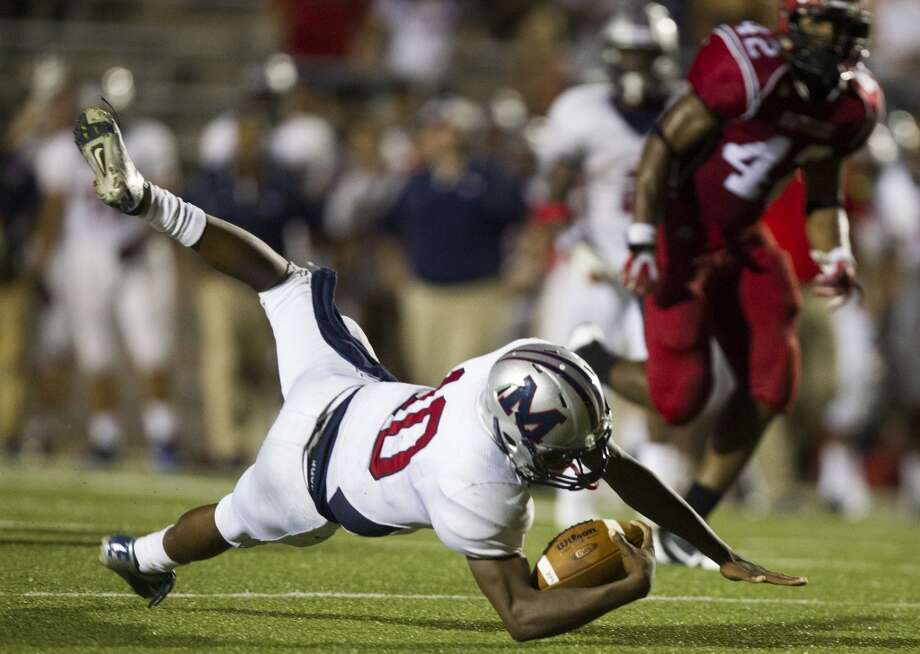 Manvel quarterback Deriq King dives for a first down during the second half of a high school football game against North Shore on Friday, Sept. 6, 2013, in Galena Park. ( J. Patric Schneider / For the Chronicle ) Photo: J. Patric Schneider, For The Chronicle