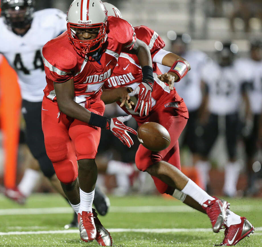 Judson's Jo'von Kyle fumbles the ball on a handoff from Rayjohn Austin-Ramsey during second half action against Steele Friday Sept. 6, 2013 at D.W. Rutledge Stadium. Steele won 51-34. Photo: Edward A. Ornelas, San Antonio Express-News / © 2012 San Antonio Express-News