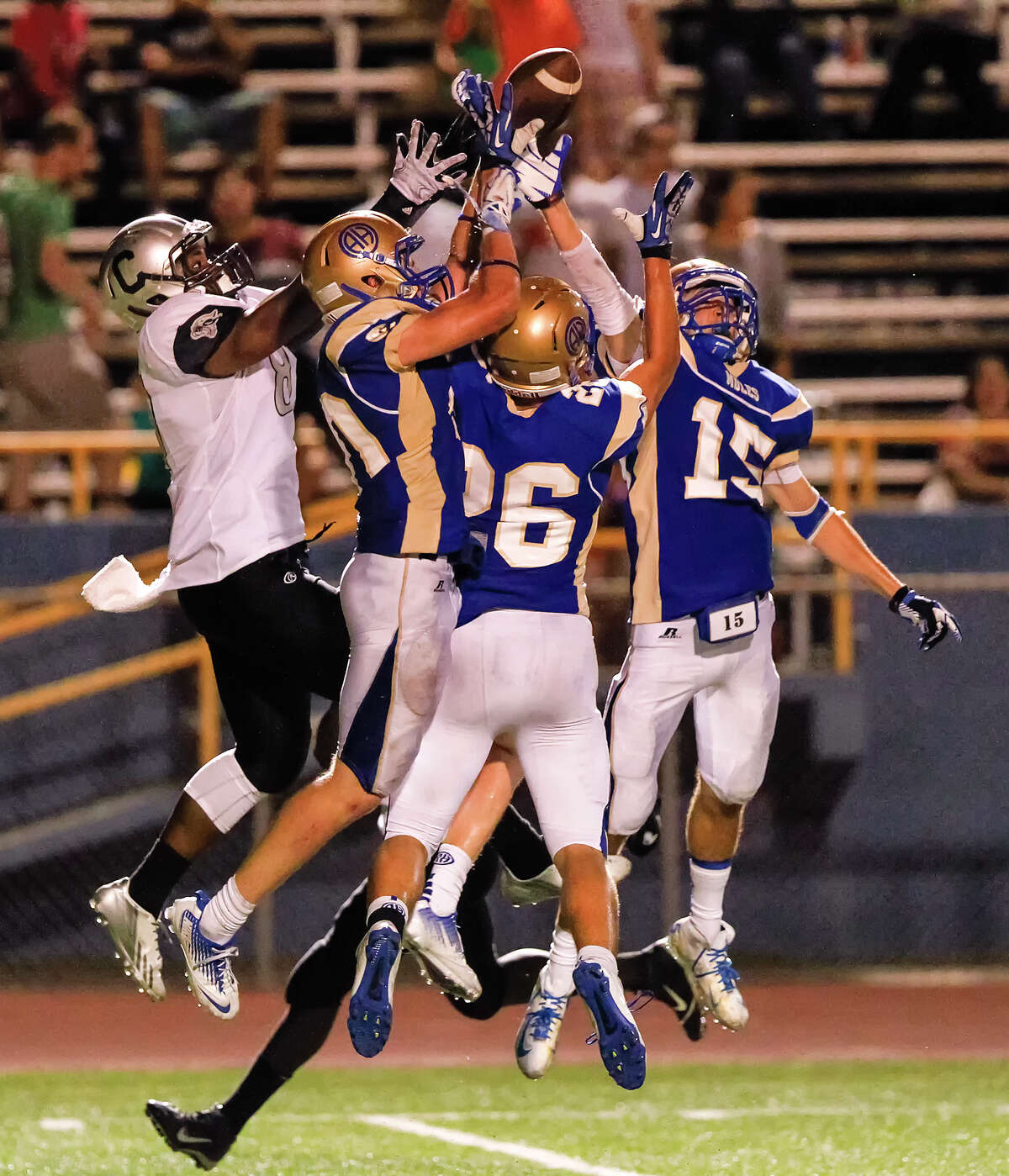 The Alamo Heights defense goes up to deny Clark's R'Manti Bettis (left) the ball during the second half of their game at Orem Stadium on Friday, Sept. 6, 2013. Alamo Heights beat the Cougars 47-34. MARVIN PFEIFFER/ mpfeiffer@express-news.net