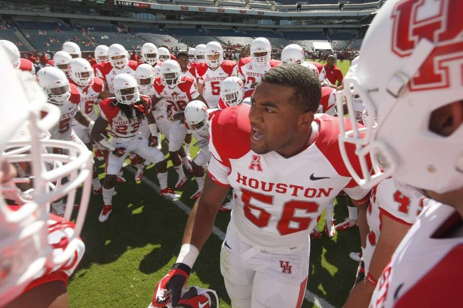 The Cougars enter the field to warm up before playing Temple. Photo: Johnny Hanson, Houston Chronicle