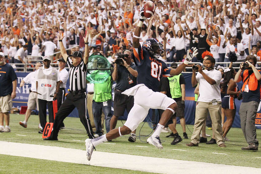 UTSA's Kenny Bias (81) reacts after scoring a touchdown against Oklahoma State in the first half at the Alamodome on Saturday, Sept. 7, 2013.