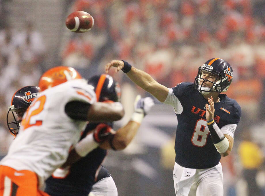 UTSA's Eric Soza (08) throws a pass against Oklahoma State in the second half at the Alamodome on Saturday, Sept. 7, 2013. OSU defeated UTSA, 56-35. Photo: Kin Man Hui, San Antonio Express-News / ©2013 San Antonio Express-News