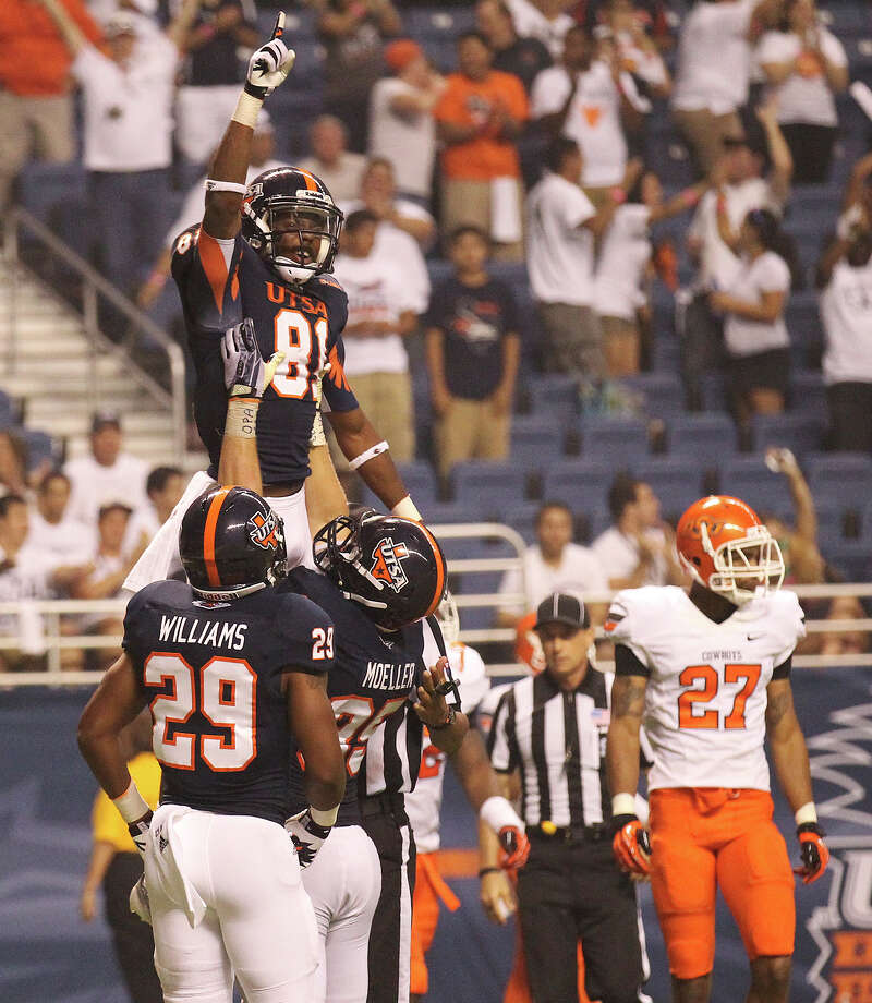 UTSA's Kenny Bias (81) gestures after scoring his third touchdown against Oklahoma State in the second half at the Alamodome on Saturday, Sept. 7, 2013. OSU defeated UTSA, 56-35. Photo: Kin Man Hui, San Antonio Express-News / ©2013 San Antonio Express-News
