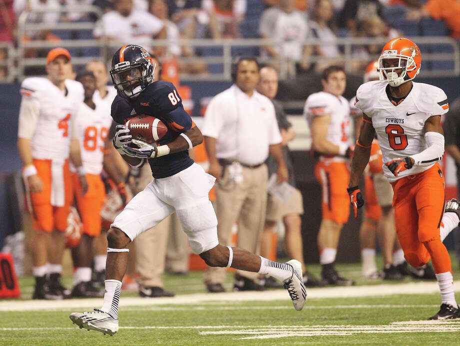 UTSA's Kenny Bias (81) makes a long catch for a touchdown against Oklahoma State's Ashton Lampkin (06) in the second half at the Alamodome on Saturday, Sept. 7, 2013. OSU defeated UTSA, 56-35. Photo: Kin Man Hui, San Antonio Express-News / ©2013 San Antonio Express-News