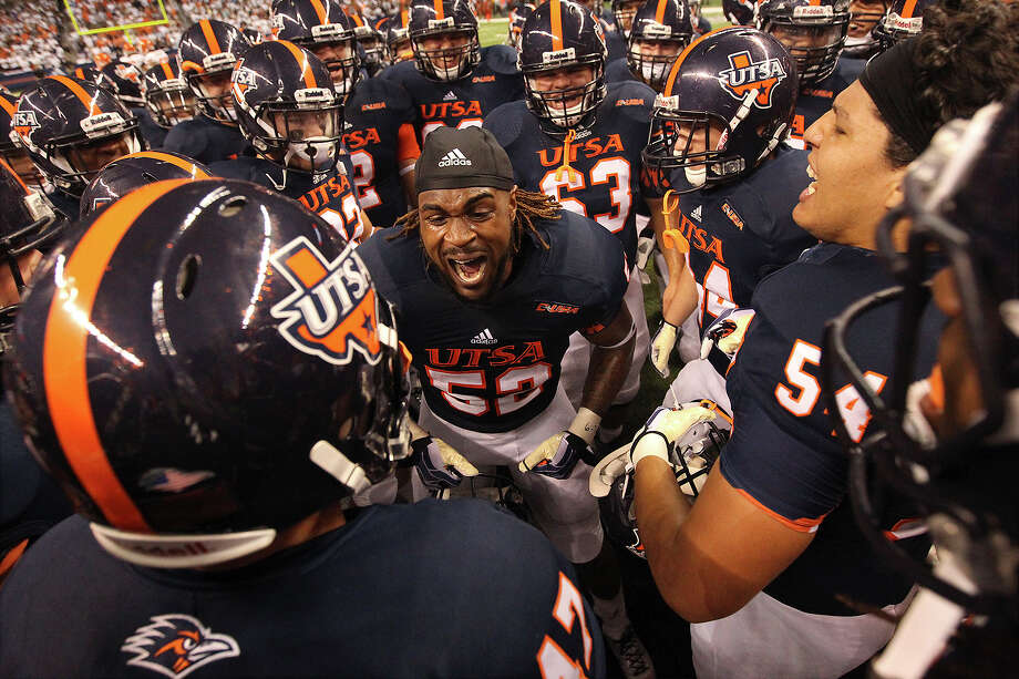 UTSA's Blake Terry (52) pumps up the team before the game against Oklahoma State at the Alamodome on Saturday, Sept. 7, 2013. Photo: Kin Man Hui, San Antonio Express-News / ©2013 San Antonio Express-News